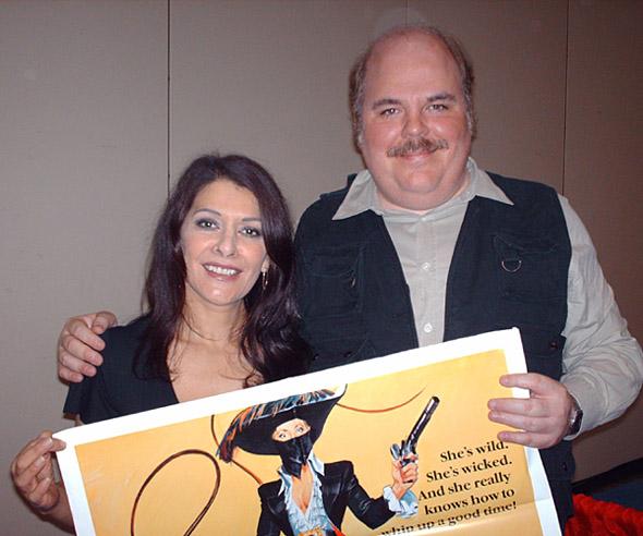Marina Sirtis Star Trek Tng Signs Autogrpahs For A Fan